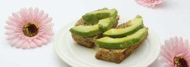 Low-carb pane con avocado
